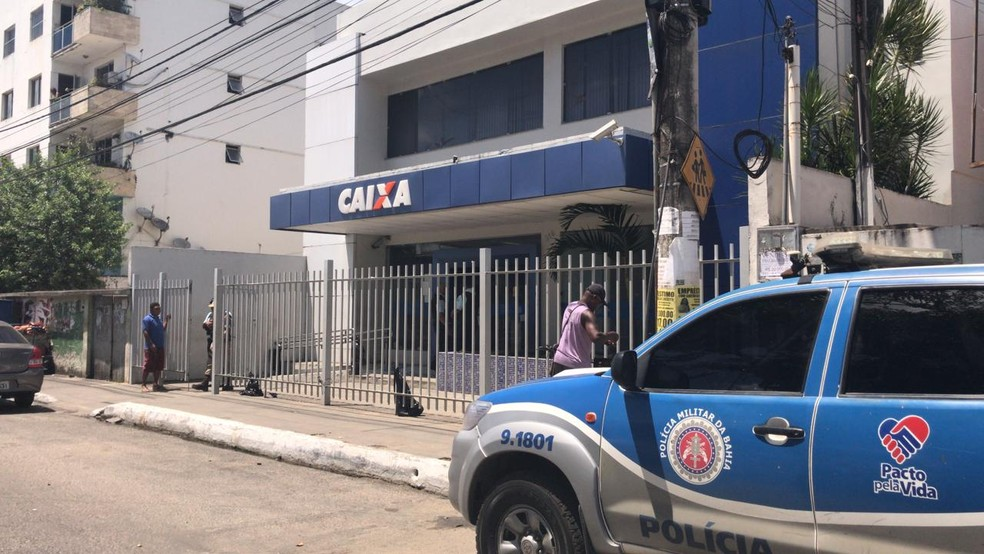 Agência bancária no bairro de Periperi — Foto: Juliana Cavalcante/TV Bahia