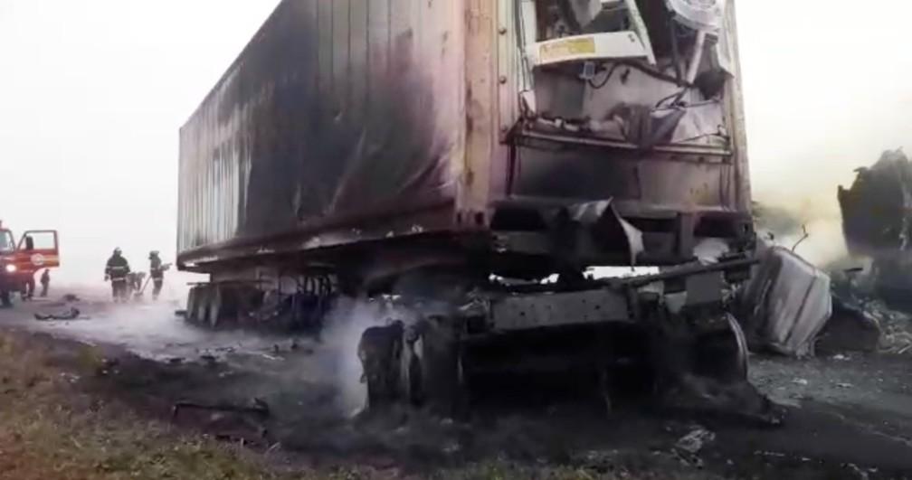 Outra carreta envolvida no acidente na MS-306 — Foto: O Correio News