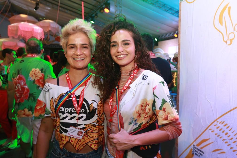 Lahn Lahn e Nanda Costa curtem camarote em Salvador — Foto: Mauro Zaniboni /Ag Haack