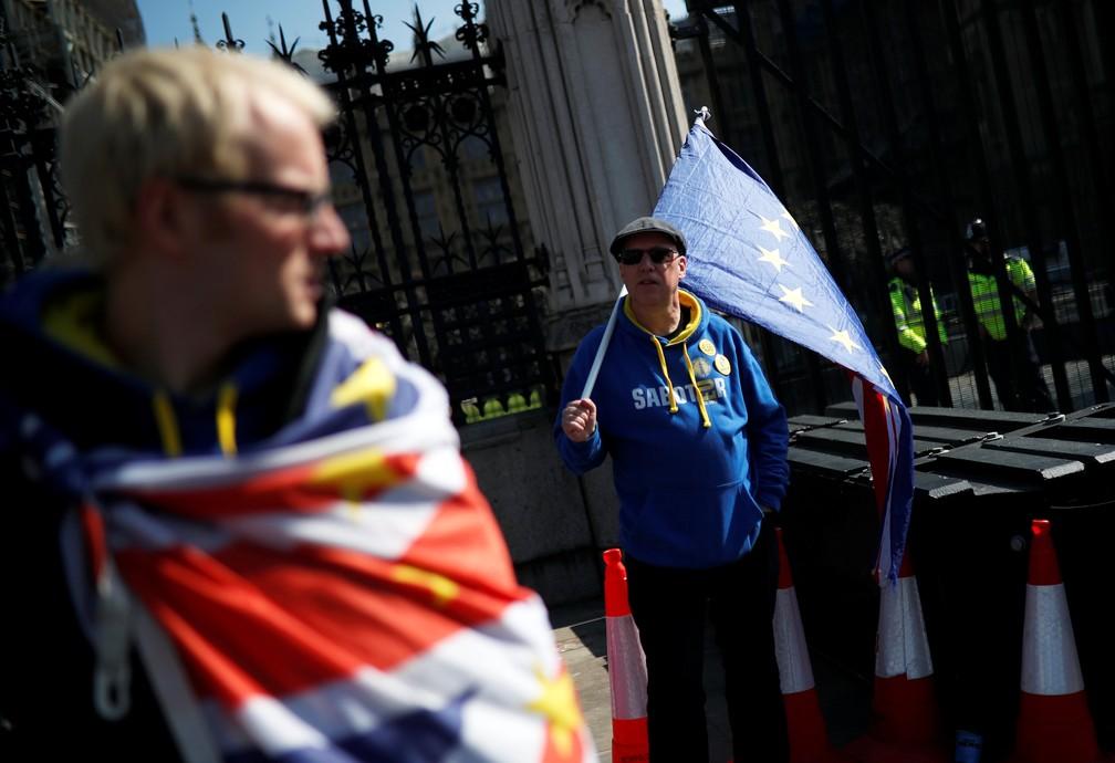 Britânicos contra o Brexit protestam em frente ao Parlamento, em Londres — Foto: Alkis Konstantinidis/Reuters