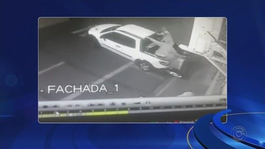 Câmera flagra ação de quadrilha que invadiu e furtou agência dos Correios em Orindiúva; vídeo