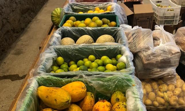 Reffetorio Gastromotiva, na Lapa, virou um banco de alimentos sustentado através de doações