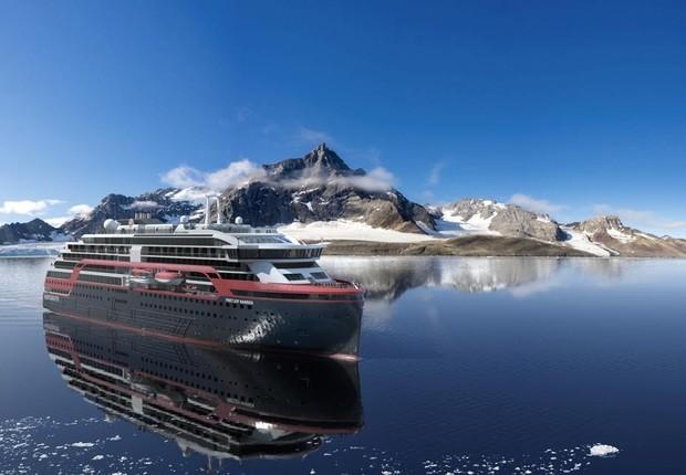 A Hurtigruten opera uma frota de 17 navios e, em 2021, pretende converter pelo menos seis deles para biogás (Foto: Reprodução/Facebook/Hurtigruten)