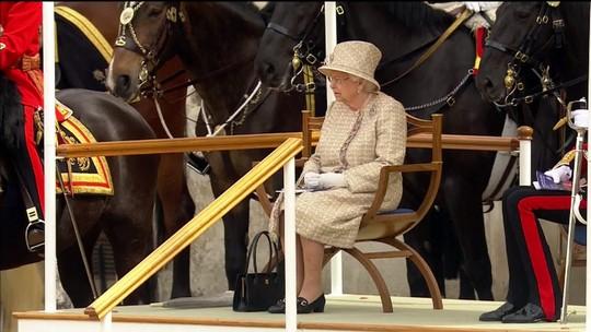 Príncipe Louis faz primeira aparição oficial em evento de aniversário da rainha Elizabeth II