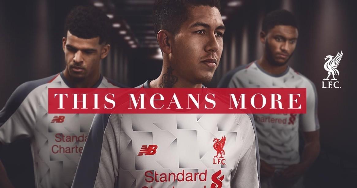 Roberto Firmino na campanha de apresentação do novo uniforme do Liverpool FC (Foto: Divulgação)