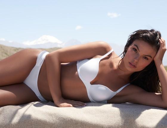 Isis Valverde foi clicada de lingerie em Mendoza, na Argentina, onde ficou por dois dias (Foto: Nicole Heiniger)