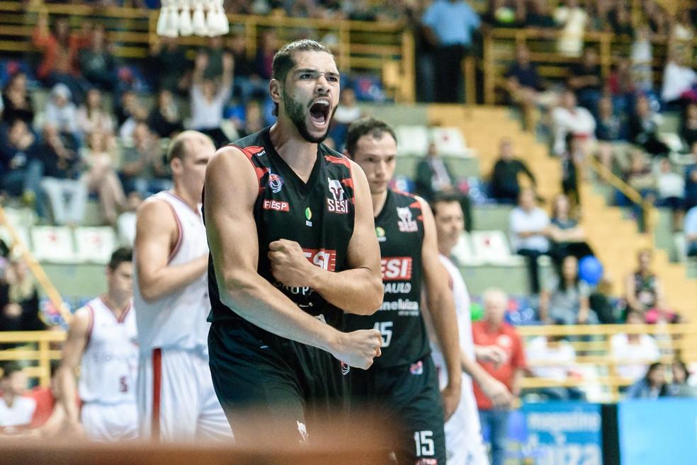 Com sete assistências e 11 pontos, Léo Meindl é o nome da partida diante do Basquete Cearense (Foto: Newton Nogueira/Franca Basquete)
