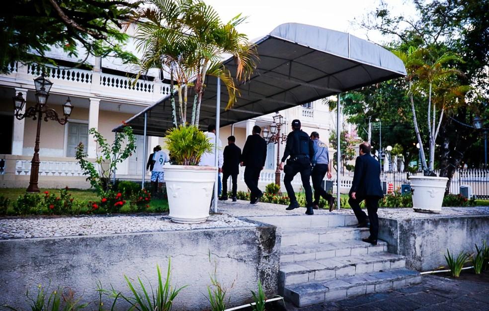 Policiais federais cumpriram mandado de busca e apreensão no Palácio da Redenção, durante sétima fase da Operação Calvário, em João Pessoa — Foto: Divulgação/PF