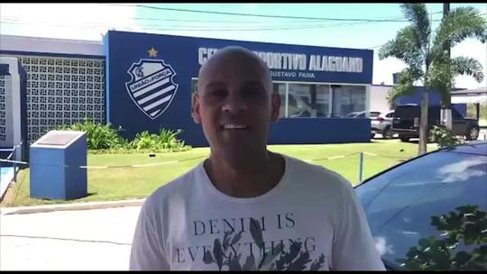 """Lateral Carlinhos se despede da torcida do CSA: """"Fui muito feliz aqui""""; vídeo"""