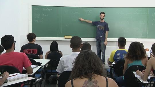 Professores voluntários da USP e UFSCar fazem intensivão do Enem com alunos atendidos por ONG