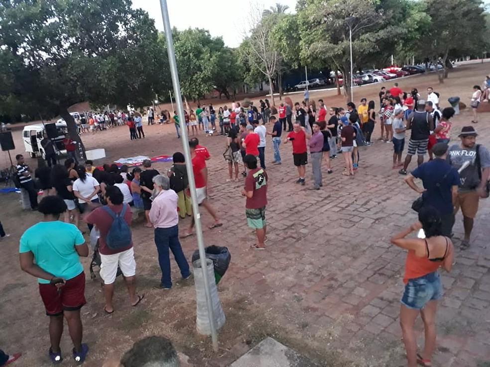 Palmas, 18h: manifestantes se reúnem na Praça dos Povos Indígenas — Foto: Divulgação/Sintet