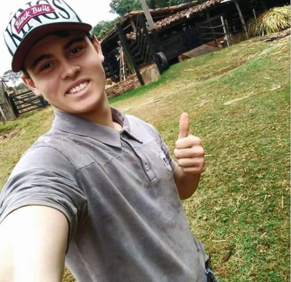 O jovem João Vitor Telini, que morreu após cair com a moto em um buraco, em Itapira â?? Foto: Reprodução/EPTV