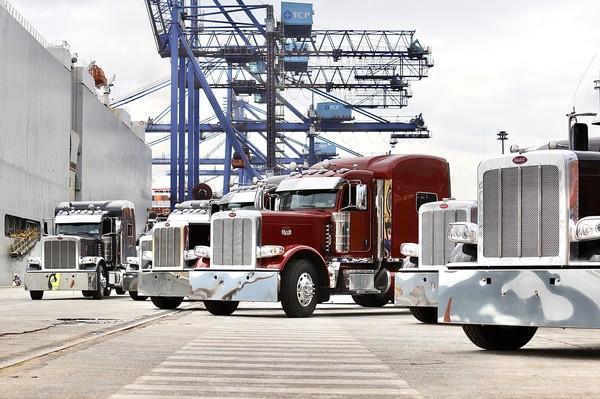 Os dez caminhões serão enviados a diferentes colecionadores no sul e sudeste do Brasil — Foto: Divulgação