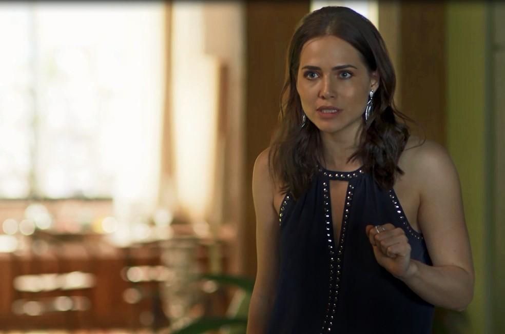 A sócia de Laureta quase abre o jogo sobre o passado do namorado (Foto: TV Globo)