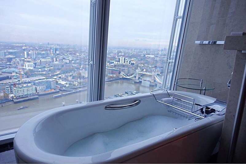 Vista da banheira do Shangri-La at The Shard