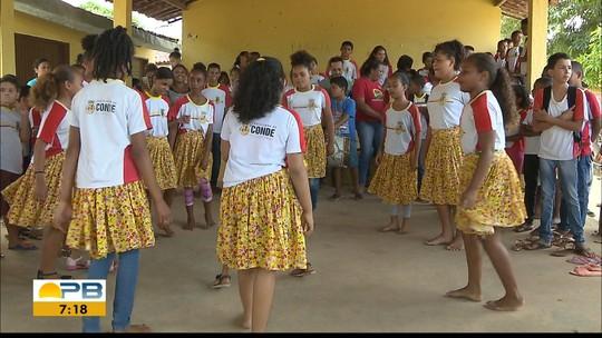 Estudantes quilombolas mantêm tradição do coco de roda em projeto no Conde, na Paraíba