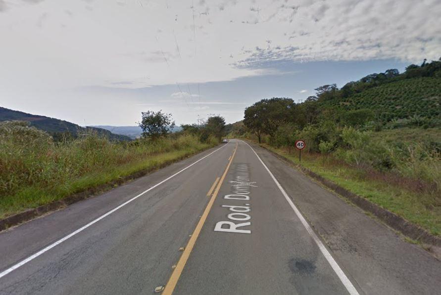 Homem morre em São João da Boa Vista após carro cair em ribanceira