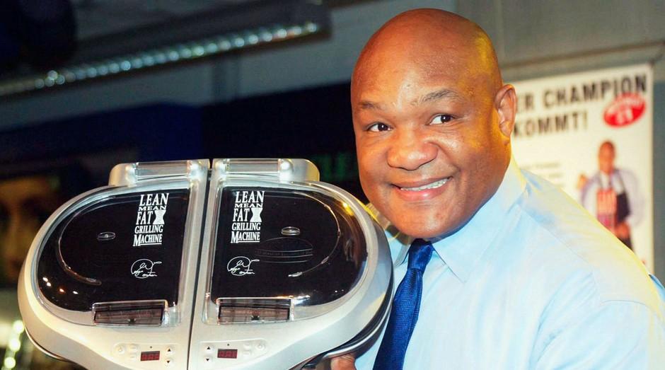 George Foreman e a grelha que leva seu nome: centenas de milhões de dólares na conta do boxeador (Foto: Getty Images)