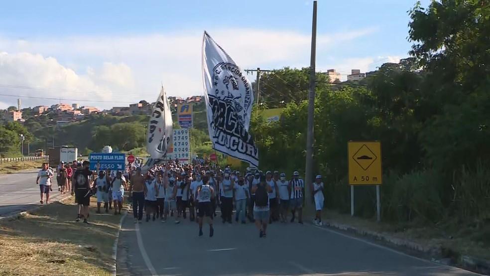 Protesto da torcida do Atlético-MG na Cidade do Galo — Foto: Reprodução