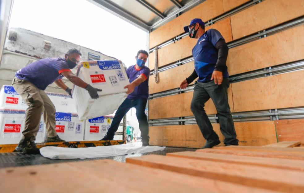 Ceará recebe nono lote da vacina contra a Covid-19. — Foto: Tiago Stille/Governo do Estado do Ceará