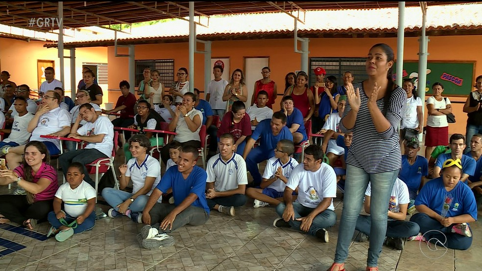 Alunos da Apae participam de programação especial  (Foto: Reprodução/ TV Grande Rio )