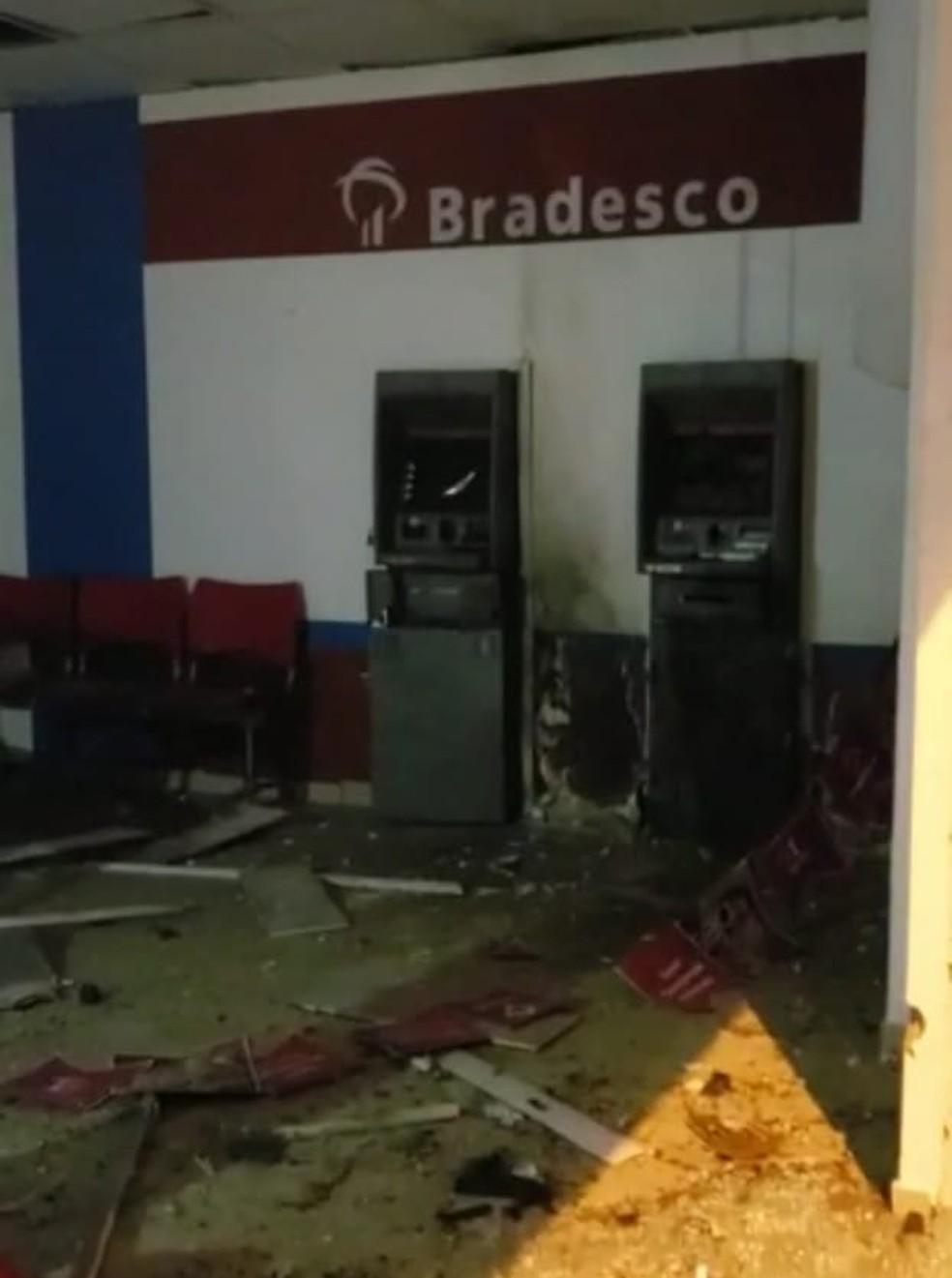 O ataque a agência bancária durou cerca de uma hora e meia. — Foto: Reprodução