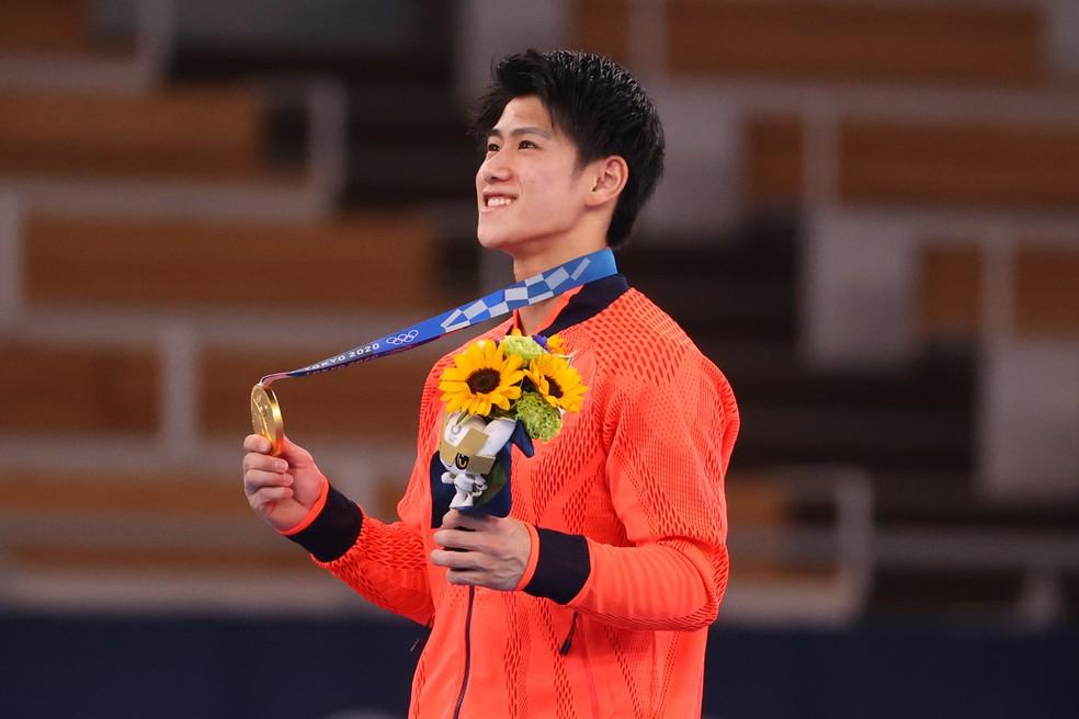 Após ouro na final do individual geral da ginástica artística, Daiki Hashimoto foi alvo de ataques em suas redes — Foto: Getty Images