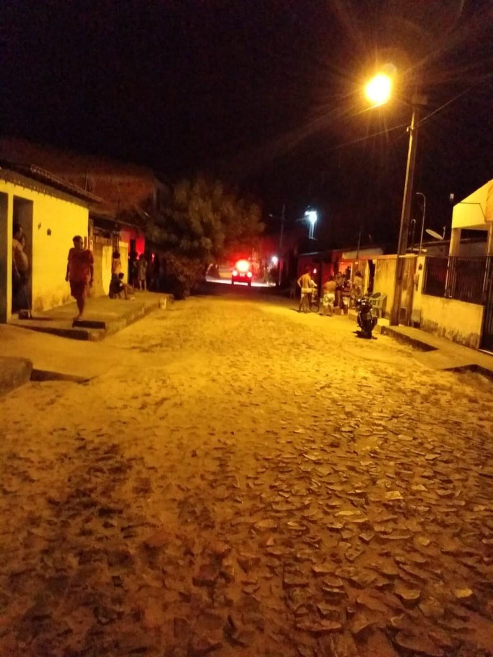 Todos estavam reunidos em frente a uma residência na Rua Raimundo Edilson Leandro, no Bairro Nova Esperança, em Paracuru. — Foto: Reprodução