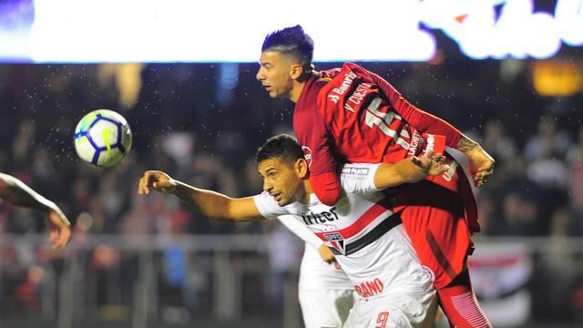 Diego Souza e Custa disputam lance na etapa final