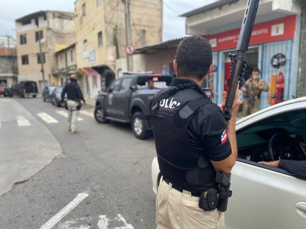 Polícia Civil fez operação neste sábado (17) contra o tráfico de drogas e crimes violentos no bairro da Boca do Rio, em Salvador — Foto: Divulgação/Polícia Civil