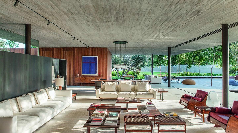 Casa de 880 m² em Brasília se mistura ao jardim  (Foto: Marcos Mendes Manentes/Front Filmes/Divulgação)