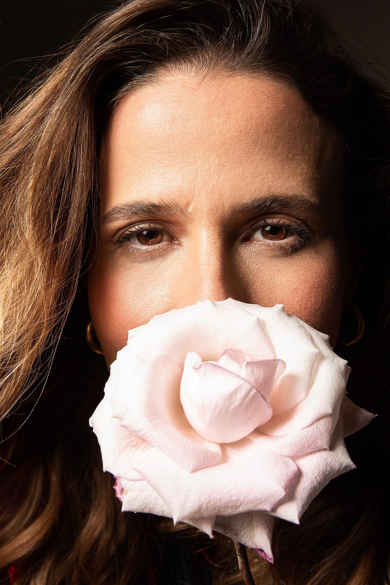 Ana Cañas apresenta a capa do álbum em que canta 14 músicas de Belchior