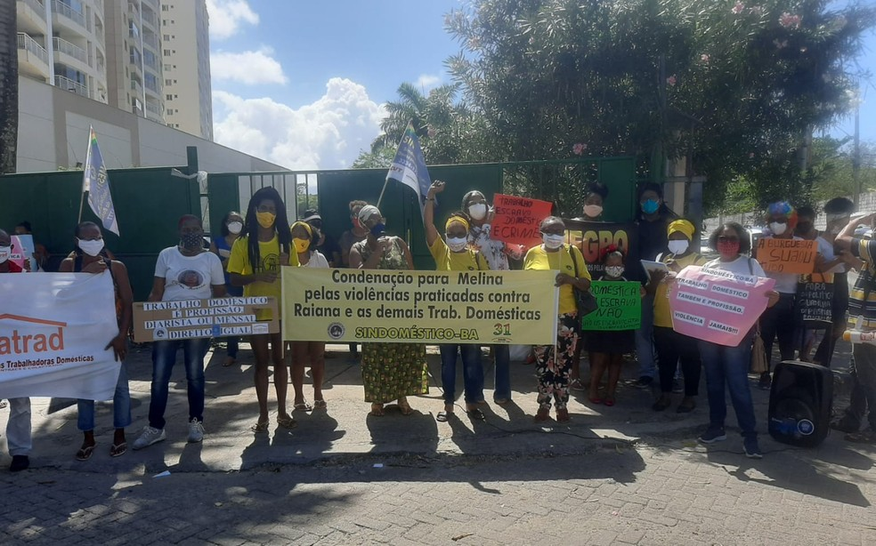 Trabalhadores domésticos fazem protesto no Imbuí — Foto: Divulgação/Sindomésticos