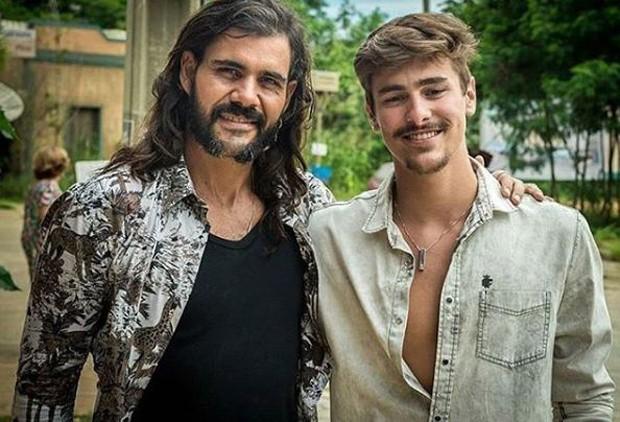 Juliano Cazarré e Bruno Montaleone em O Outro Lado do Paraíso (Foto: Reprodução/Instagram)