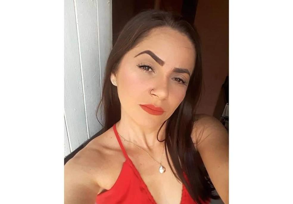Mulher foi assassinada na quarta-feira (21) em Santa Cruz do Capibaribe — Foto: WhatsApp/Reprodução