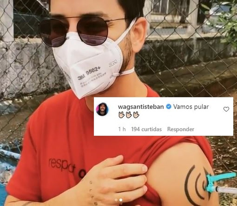 Junior é vacinado contra Covid-19 e Wagner Santisteban faz comentário divertido — Foto: Reprodução / Instagram