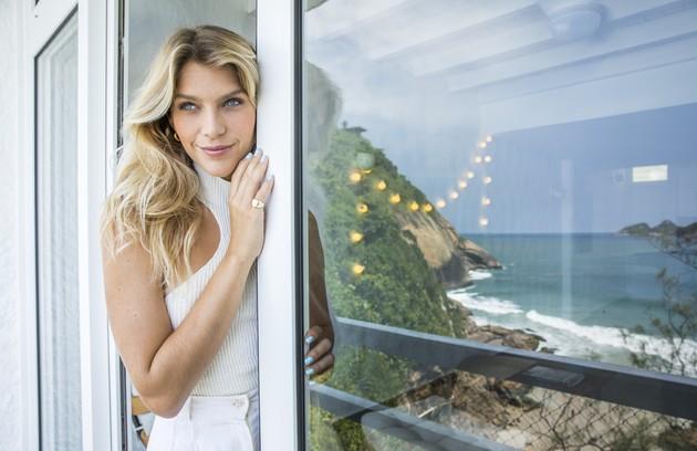 A atriz de 'Malhação' optou pelo lugar para ficar mais próxima da praia onde surfa (Foto: João Miguel Junior/Globo)