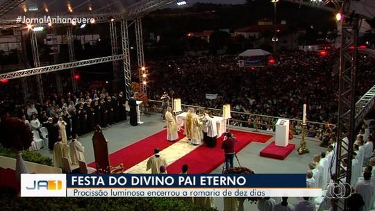 Procissão Luminosa e missas campais encerram a Festa do Divino Pai Eterno