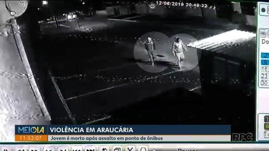 Jovem que esperava ônibus para ir ao trabalho é assaltado e morto em Araucária, diz polícia