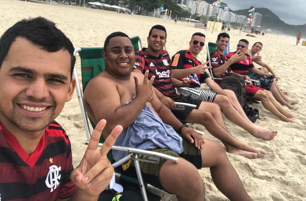 Diego Fernandes (2º da esq. para dir.) com o grupo de amigos no Rio: jovem morreu sem realizar sonho de conhecer o Maracanã — Foto: Arquivo pessoal