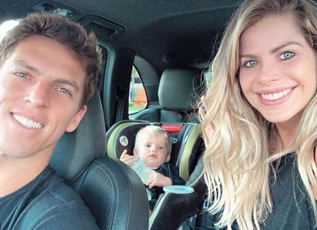 Karina Bacchi e Amaury Nunes curtem férias em família  (Foto: Reprodução/Instagram)