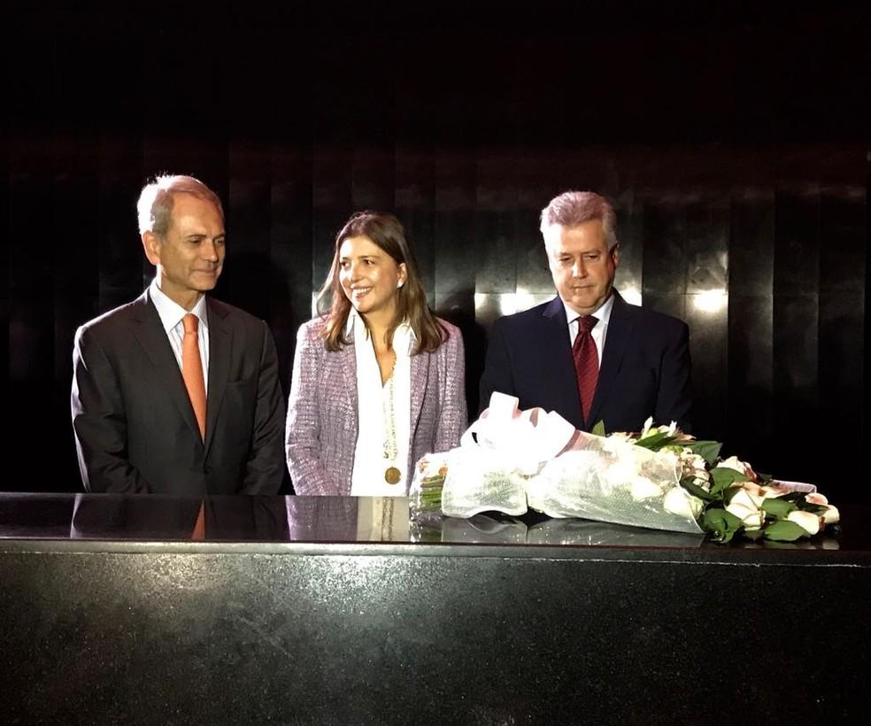 O governador Rodrigo Rollemberg participou de cerimônia no Memorial JK ao lado de Paulo Otávio e de Ana Cristina Kubitscheck (neta de Juscelino Kubitschek)  (Foto: Letícia Carvalho/G1)