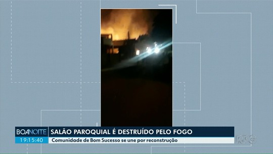 Fogo destrói salão paroquial em Bom Sucesso