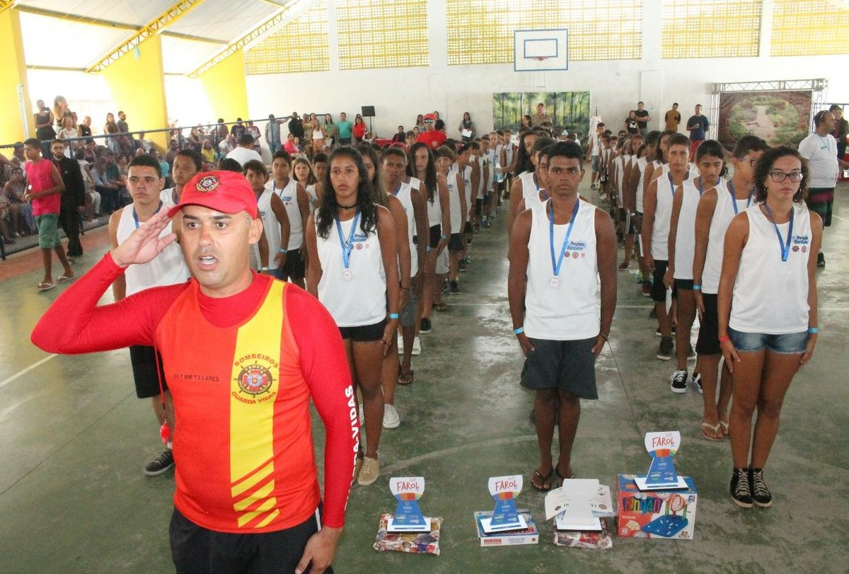 Projeto Botinho do Corpo de Bombeiros forma 220 alunos em Campos e São João da Barra, no RJ