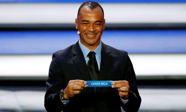 Cafu sorteia a Costa Rica para o grupo do Brasil