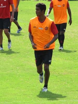 Gabriel volta a treinar com o grupo e pode, enfim, fazer sua estreia pelo Fla