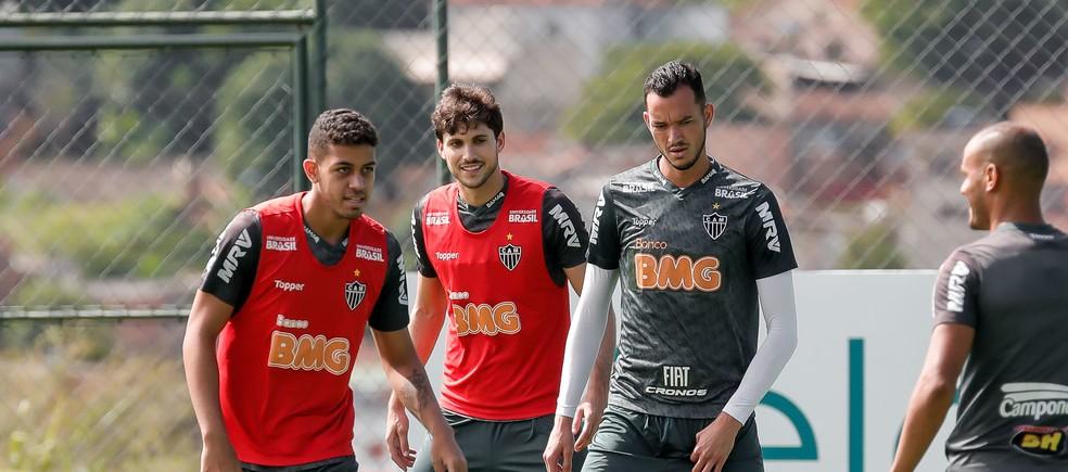 Igor Rabello e Réver vão voltar ao time do Galo na quarta-feira — Foto: Bruno Cantini / Atlético-MG