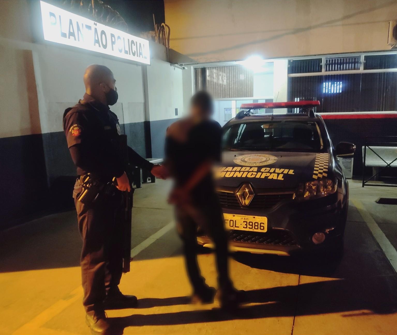 Jovem é preso por agredir companheira durante discussão em Buri