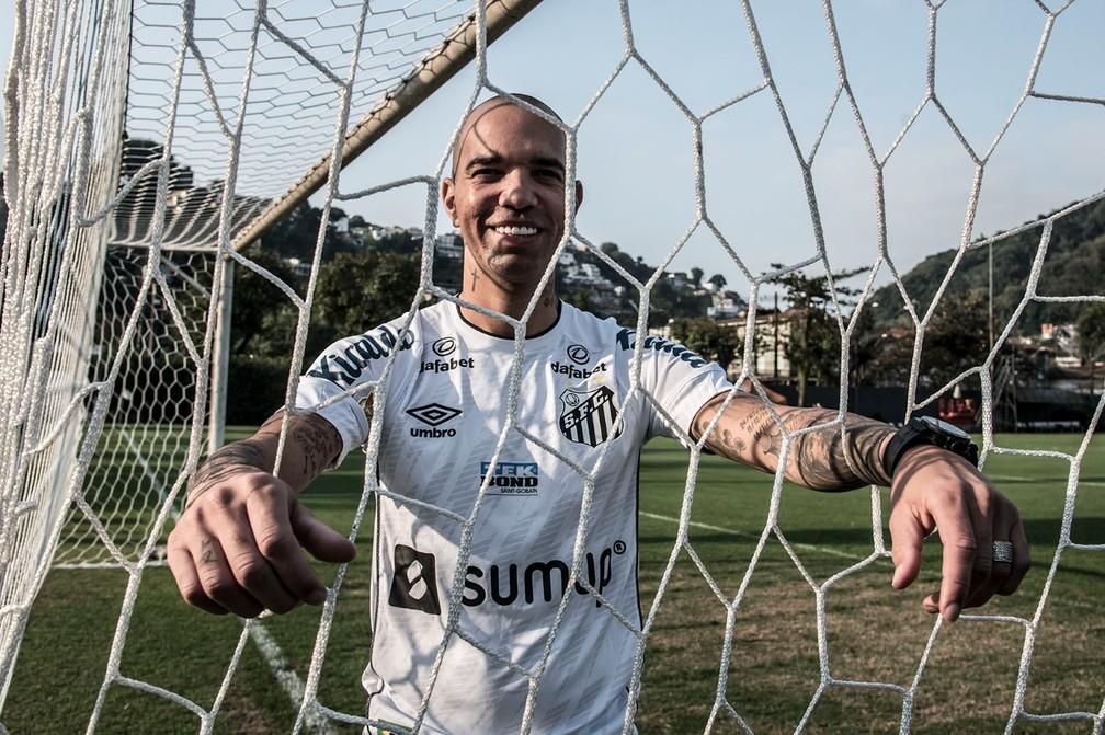 Diego Tardelli já vestiu a camisa do Santos — Foto: Ivan Storti/Santos FC
