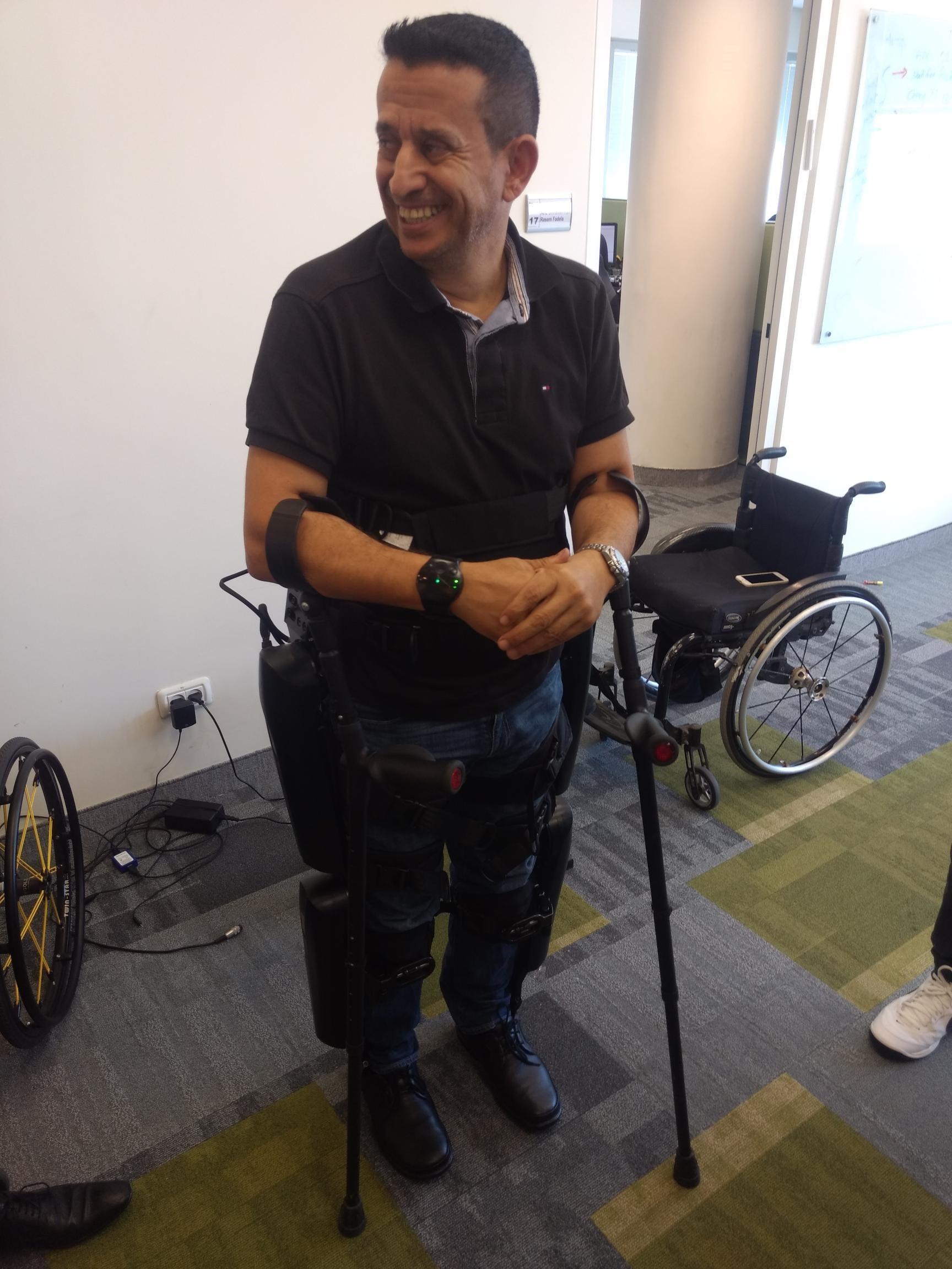 Radi Kauf com exoesqueleto já ligado (Foto: Época NEGÓCIOS)
